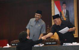 Gus Ipul  Bacakan Nota Keuangan Gubernur di Depan DPRD