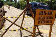 Tebing Jalan Alternatif Utara Krueng Tingkem Bireuen Longsor