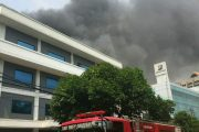 Pabrik Kenmaster Terbakar, 10 Mobil Pemadam Diterjunkan