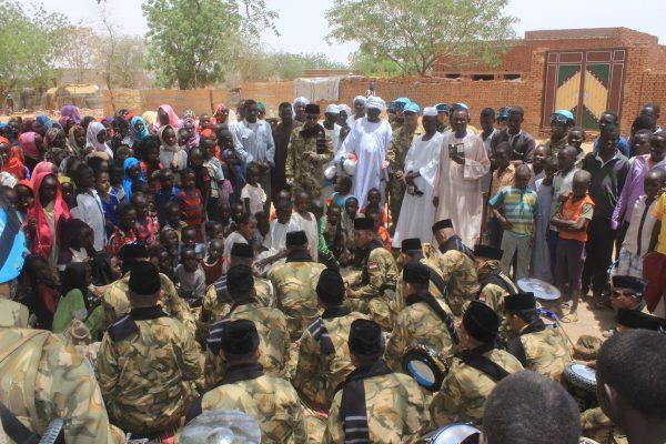 Pasukan Garuda Bantu Beras dan Al-Qur'an Bagi Masyarakat Lokal Darfur