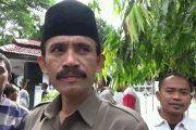 Kades Untung Dampingi Warganya Dalam Pengambilan Sembako