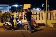 Keliling Naik Motor, Cara Harnojoyo Sapa Warga Saat Menuju Masjid