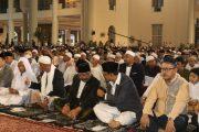 Pakde Karwo dan Gus Ipul Laksanakan Sholat Ied di Masjid Agung