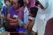 Warga Pamekasan Berburu Takjil Di monumen Arek Lancor