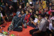 Risma Nobar Film Ransel Lusuh Bareng Warga Putat