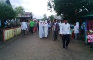 Warga Dusun I Desa Buya Saksikan Pemasangan Tiang Alif Musallah Annur