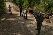 Pengawas Dari Dinas PUPR Bireuen, Tinjau Pekerjaan Jalan TMMD DI Cot Leubeng