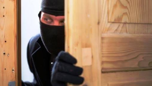 Pintu Dibobol, Lattop dan Sepmor Hilang