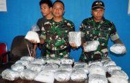 Lima Prajurit Satgas Pamtas Ri-Malaysia Yonif PR 502 Kostrad Terima KPLB