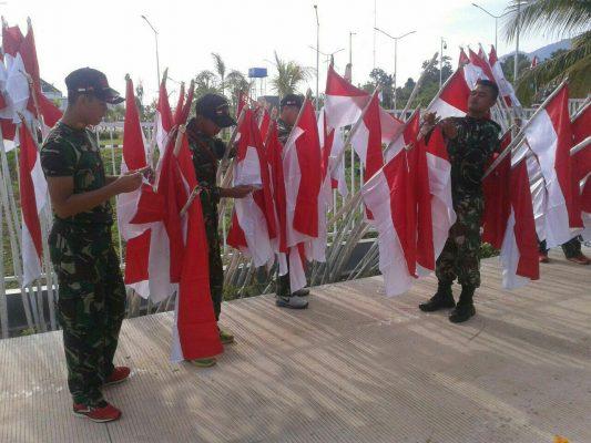 Pemasangan 2000 Bendera Merah Putih oleh Satgas Yonif PR 432 Kostrad  Disepanjang Jalan Lintas Batas Skouw