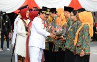 Tari Kolosal Sumpah Palapa Meriahkan Penurunan Bendera HUT ke-72 RI
