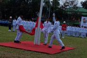 Tali Bendera Putus, Nyaris Menyentuh Tanah