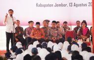 Gubernur  dampingi  Presiden bagikan 1.725 KIP di Jember