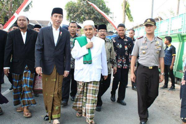 Presiden Joko Widodo Mengunjungi Pondok Pesantren di Jember