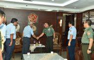 Berita Foto :  Panglima TNI Terima Courtesy Call PTUD Malaysia di Mabes TNI