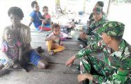 Anjangsana Prajurit Satgas Pamtas Yonif  PR 503 Kostrad Di Kampung Rawa Biru