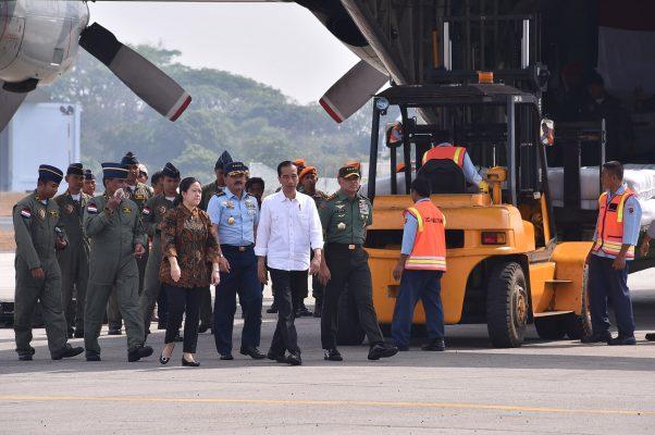 Berita Foto :  Panglima TNI Dampingi Presiden RI Berangkatkan Bantuan Kemanusiaan Rohingya