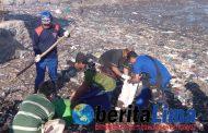 HUT POLAIRUD ke-67, DITPOLAIRUD Polda Jatim Pungut Sampah Pantai Panarukan