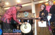 Wakil Bupati Pamekasan Buka School Fair 2017 Dengan Pukul Gong