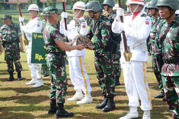 Kontingen Kostrad Juara Umum Lomba Peleton Tangkas TNI AD Periode II TA. 2017