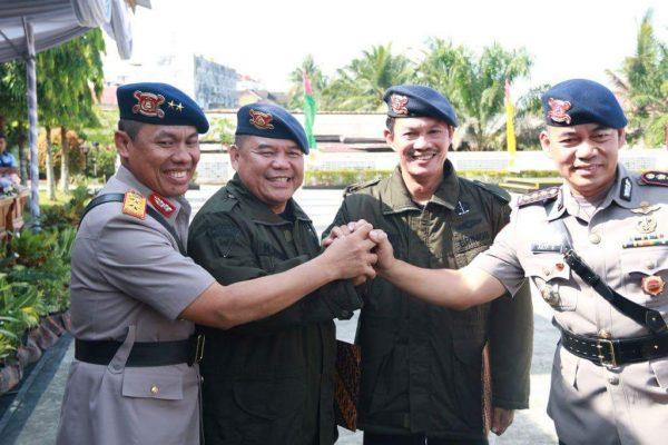 Harnojoyo Terima Penghargaan Sebagai Warga kehormatan Korps Brimob