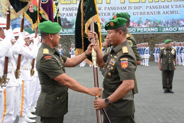 Berita Foto :  Mayjen TNI Wuryanto Resmi Jabat Pangdam IV/Diponegoro